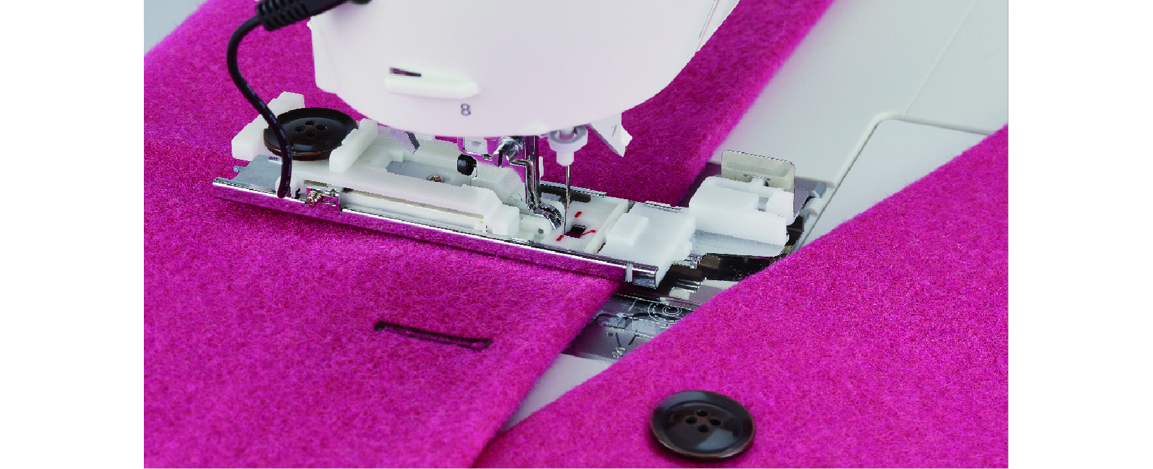 Buttonhole sewing with clamping plate and sensor